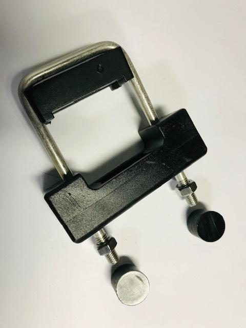 Rozsdamentes rögzítő bilincs 60x40mm-es oszlophoz. (nr.1) BAUplaza Kft.
