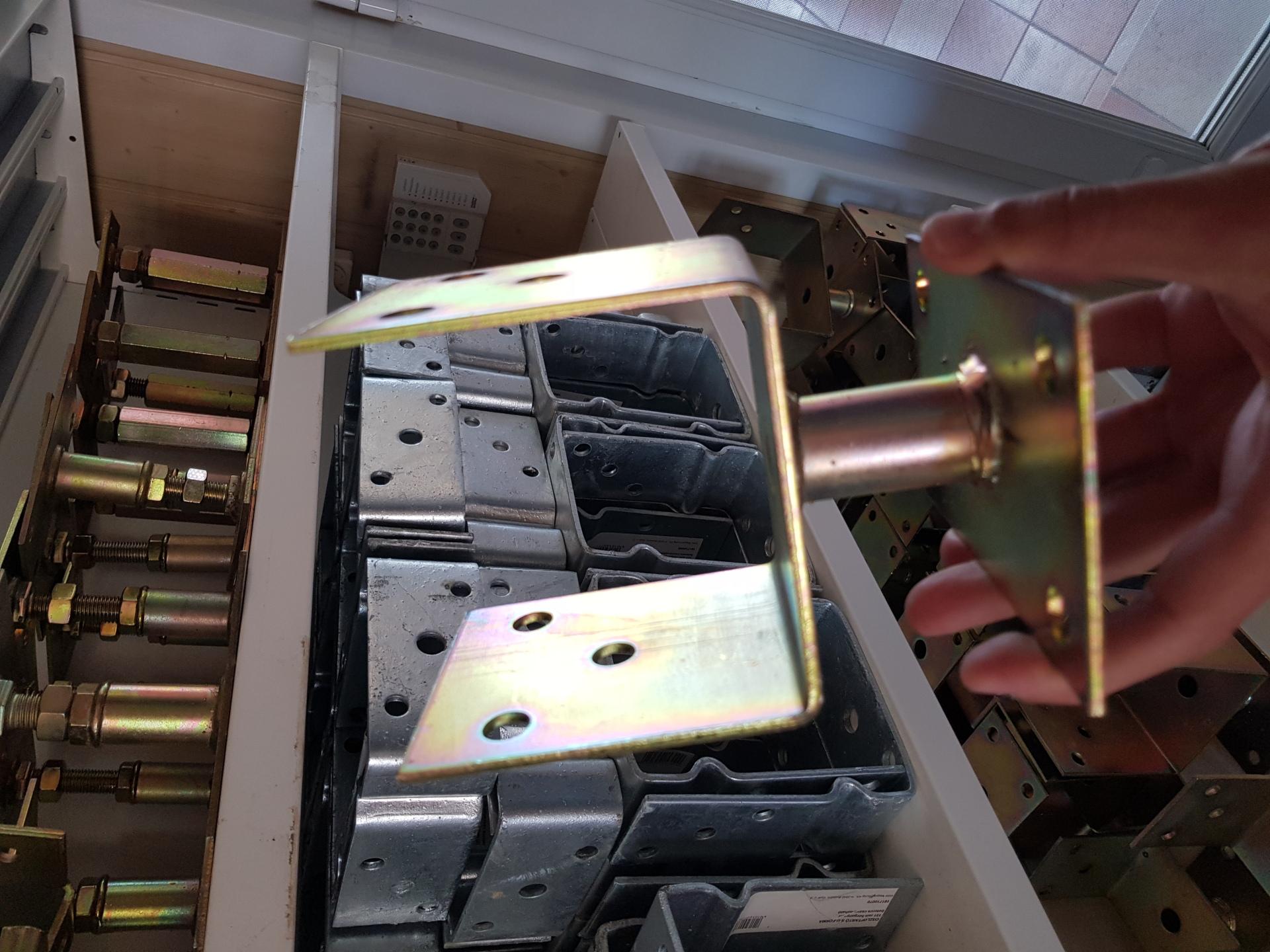 Oszloptartó U-forma 150mm sárga horg. talpas, felcsavarozható BAUplaza Kft.