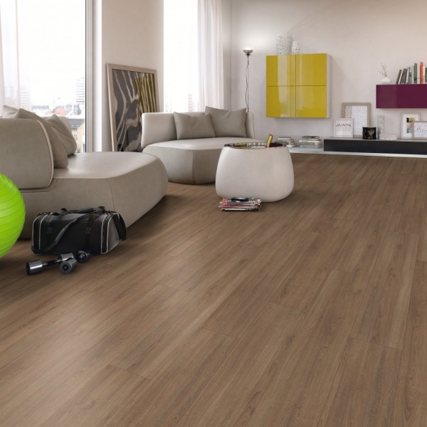 EGGER Basic Brown Charlotte Oak Laminált padló EBL045 2.5m2/csomag BAUplaza Kft.